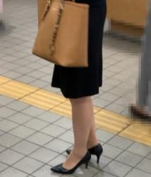 【街撮】リクスーでナチュストとヒールの美脚を魅せつけるお姉さん!の画像