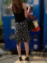 【街撮】フレアのワンピでナチュストの美脚を魅せつけるお姉さん!の画像