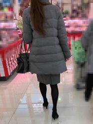 【街撮】黒色のパンストを履いたスリムな脚にヒールを履いて買い物中のお姉さん?Vol.1の画像