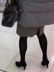 【街撮】黒色のパンストを履いたスリムな脚にヒールを履いて買い物中のお姉さん?Vol.2の画像