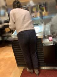 【街撮】スーツパンツのお姉さん、食い込み過ぎて痛そうですね?の画像