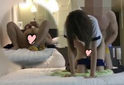 【禁断JKリフレ盗撮無修正】リアルJKと本番SEXするには!?本物JKかはさておきホテル出張型リフレを利用するのが一番の近道。密着マッサージ中にチンポをワレメに擦り付け・・・必殺素股から挿入!【Pornhubエロ動画】の画像