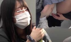 【衝撃JKハミマン盗撮】パンチラと思ったらマンコの土手が半分ハミ出してるロリJK少女発見。可愛い顔してるのにパンツがズレてほぼハミマン状態!ムニムニの土手がほぼ丸見えかw【XVIDEO動画】の画像