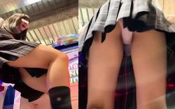 【ゲーセンパンツ盗撮】削除される前に抜く!ダンス系ゲームを楽しむ制服JKちゃん達を背後から大胆に逆さ撮り。リズミカルに動くJKちゃんのスカート内は大変な事にw【XVIDEO動画】の画像