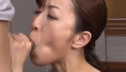 スレンダーな美熟女人妻がフェラチオ&手コキで攻め口内射精させちゃいます!の画像