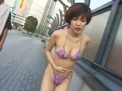 ショート【野外露出】カットのスレンダーな美人お姉さんを街中でディルドをしゃぶらせたり、リモコンバイブ攻め!!!の画像