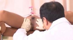 エロ産婦人科医が黒ギャル妻のおっぱいを弄り回し、診察台でお股を開き、クンニしまくった後、指マンしまくりますぅ!!!の画像