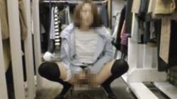 洋品店で露出し放尿する色白ギャル、股を拡げジョロっとオシッコ排泄し破廉恥行為もの画像