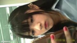 【盗撮・レイヤー】お化粧バッチリ可愛い女子高生の美味しそうな太ももと赤いパンティを盗撮の画像