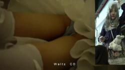 【盗撮・パンチラ】ゴスロリコスプレのレイヤーさんがコミュケ会場を散策してる所を付け回してパンティを盗撮の画像