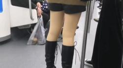 ニーハイブーツを履いたお姉さんや会社帰りのOLさんルーズソックスのお姉さんなど色々なお姉さんたちの美脚を隠し撮りの画像