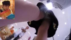 洋菓子屋や本屋で働いているお姉さんをこっそり仕事中に靴カメで制服姿のパンティを盗撮の画像