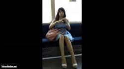 モデル並みに美脚スレンダーなお姉さんが立つ瞬間、膝が開いちゃって純白パンティがチラリと見えちゃったの画像