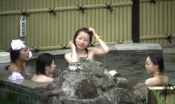 【本物盗撮】温泉の従業員がやりやがった!!卒業旅行でやって来て開放的になった女子高生達の隠し撮りがマジでたまんね~!!の画像