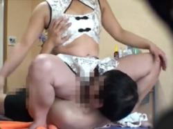足踏みリフレに発情した男性客が我慢できずに顔面騎乗位で猥褻行為の画像