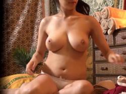 欲求不満の巨乳若妻がマッサージ師の指技に発情し本番中出しの画像