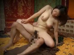 巨乳娘が暴走したマッサージ師に性感帯を弄り舐めまわされ腰振り本番の画像