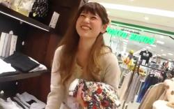 【盗撮】 ショップ店員のスカート逆さ撮り! 逆さHERO 笑顔の素敵な店員さん!パンツも素敵です。の画像