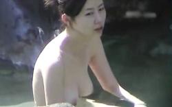 【盗撮】 露天風呂盗撮動画!色白美乳美女の入浴!ShareVideosの画像