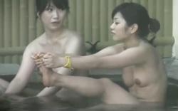 【盗撮】 露天風呂盗撮動画!JD風の美女二人!の画像