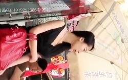 【盗撮】【中国パンチラ】中国人のミニスカート美女を逆さ撮り!の画像