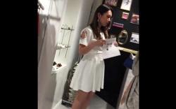 【盗撮】 ショップ店員のスカート逆さ撮り!可愛いアパレル店員のパンツを高画質隠し撮り!の画像