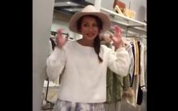 【盗撮】 ショップ店員のスカート逆さ撮り! ハットの似合うおしゃれな店員さん、水色パンツを撮影されてしまう!の画像