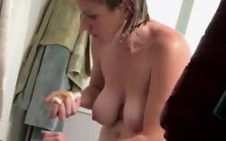 【盗撮】家庭内脱衣所隠し撮り動画!巨乳ブロンド美女!の画像