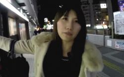 【パンチラ盗撮】綺麗なお姉さん、夜道を追跡して買い物中のパンツを逆さ撮り!逆さHEROの画像