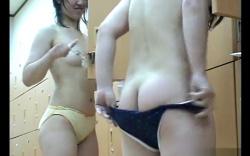 【盗撮】女湯浴室脱衣所隠し撮り動画。JD風の二人組かわいいパンツの画像