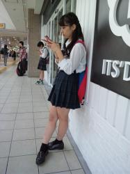 【JK美脚エロ画像】今日、女子校生の生足を見てムラッとして急いで集めったwwwの画像