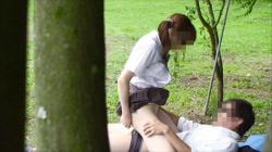 【JK青姦盗撮エロ画像】人気のない場所を探してセックスする10代カップル…野外でも大胆に乱れる姿を隠し撮り!の画像
