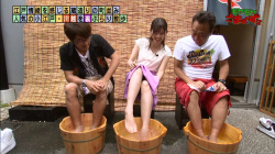 【画像あり】『モヤモヤさまぁ~ず2』田中瞳アナが足湯シーンでパンチラ寸前だった件!の画像