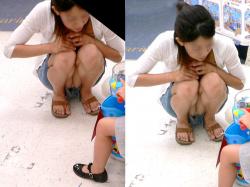 【人妻パンチラ盗撮エロ画像】子供と一緒だと無防備になる素人奥さん…色気が桁違いで興奮するね!の画像