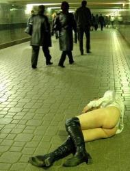 【泥酔エロ画像】記憶を無くすまでお酒を飲んだ素人娘たち…恥ずかしい姿を激写されてるよ!の画像