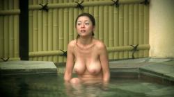 【露天風呂盗撮エロ画像】温泉を楽しんでいる全裸女性たちを隠し撮り…素人の生オッパイが一番興奮する!の画像