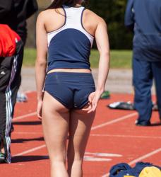 【スポーツエロ画像】女子陸上選手をオカズ目的で撮影…引き締まるボディが強烈にエッチで抜けるwwwの画像