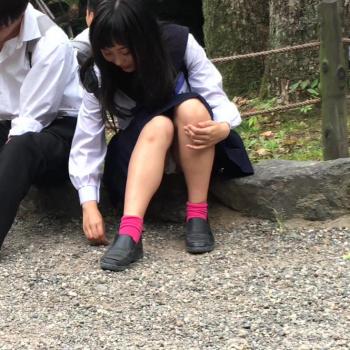 【JKパンチラ盗撮エロ画像】股間のガードが緩すぎる女子校生達のパンツを激写…爽やかなエロさがあるwwwの画像