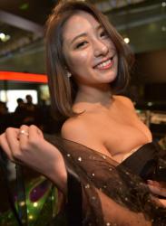 【キャンギャルエロ画像】来場者を魅了するセクシー衣装着た超キュートな美女達を興奮しっぱなし!の画像