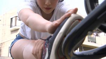 【画像あり】『全力坂』モデルのライ・チャンさんがホットパンツ姿で猛ダッシュ…ムチムチ太ももが最高すぎる件!の画像