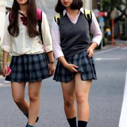 【JK街撮りエロ画像】足フェチの為に女子校生の美脚を集めました…お肌がスベスベで見入る!の画像