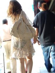 【パン線盗撮エロ画像】下着が透けてる素人をストーキングしながら撮影…本人は気にすることなく街中を徘徊!の画像