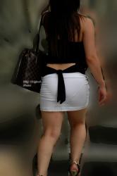 【透けパン盗撮エロ画像】こんなにも下着を拝めるんだったら尾行しても許してほしいwwwの画像