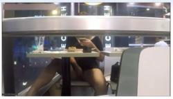 【無】【個人撮影】カフェやコンビニでオナるノーパン女のヤバい露出篇!!の画像