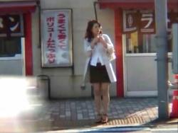 【盗 撮】街で怪しい女発見!!追跡 盗 撮篇!!の画像