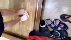 【無】【個人撮影】妻が出迎える玄関で子にバレぬようスリルの生ハメ篇!!の画像