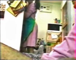 【個人撮影】なかなか家事終わらない妻に背後からマンコまさぐる篇!!の画像