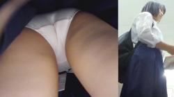 【upskirt595逆さ撮りJK】薄いピンクPを撮られちゃうまあまあカワイイスカート丈の長い芋っぽいJKの画像