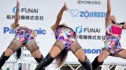 【eros1002ダンス盗撮】三点倒立で開脚しお股を広げちゃうレゲエダンスを披露する3人の若い娘の画像