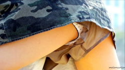 【eros1148ショーパン盗撮】キュロットの隙間から水玉Pをはみ出させながら砂遊びするプリプリの太もものJCちゃんの画像
